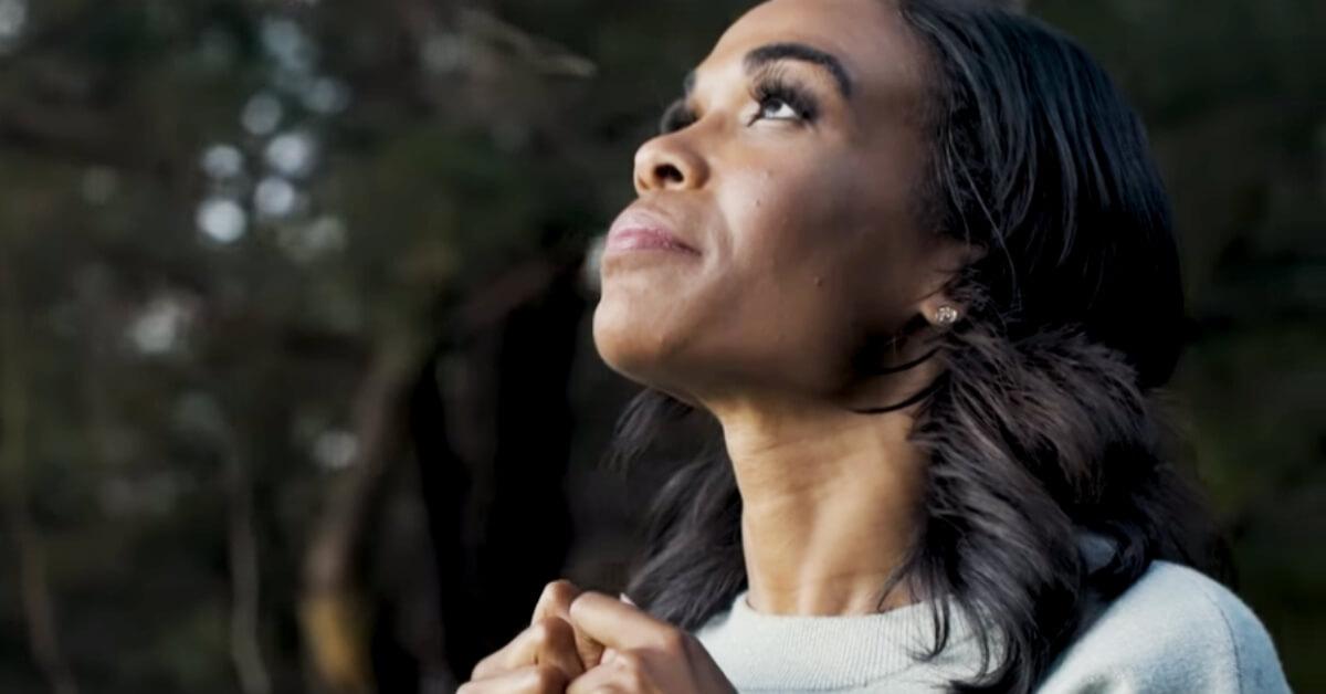 Michelle Williams looking upwards