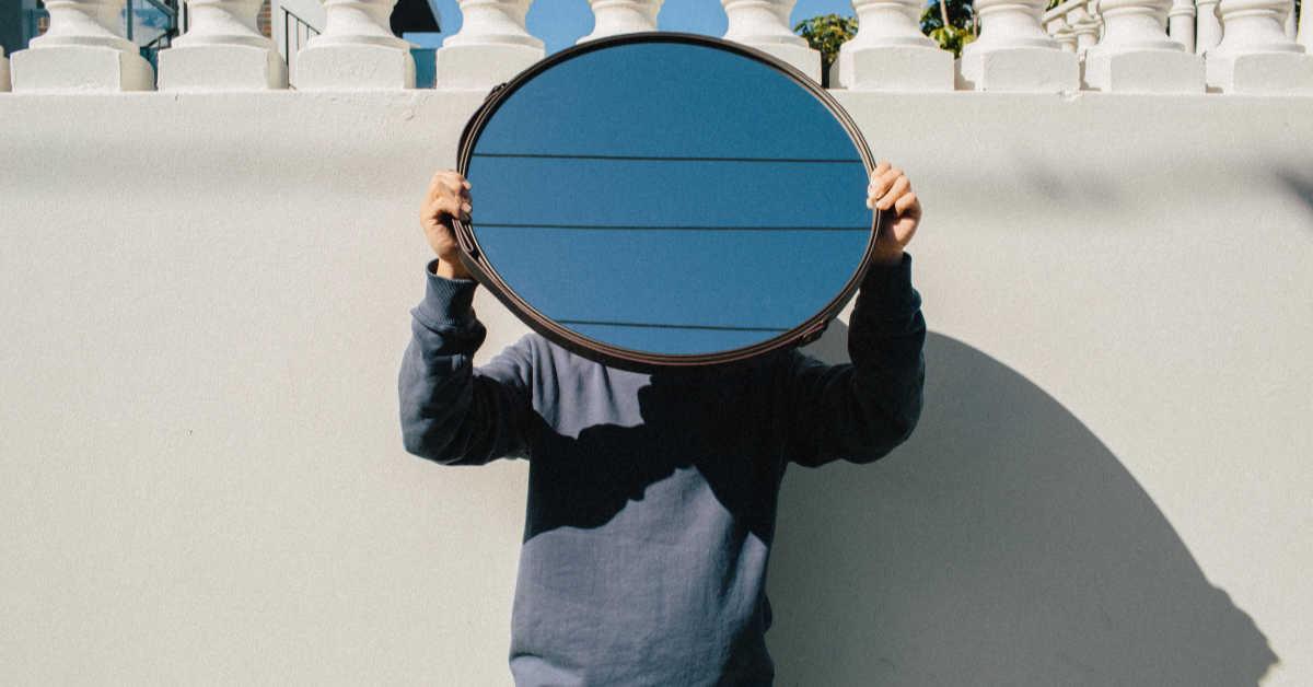 Holding mirror