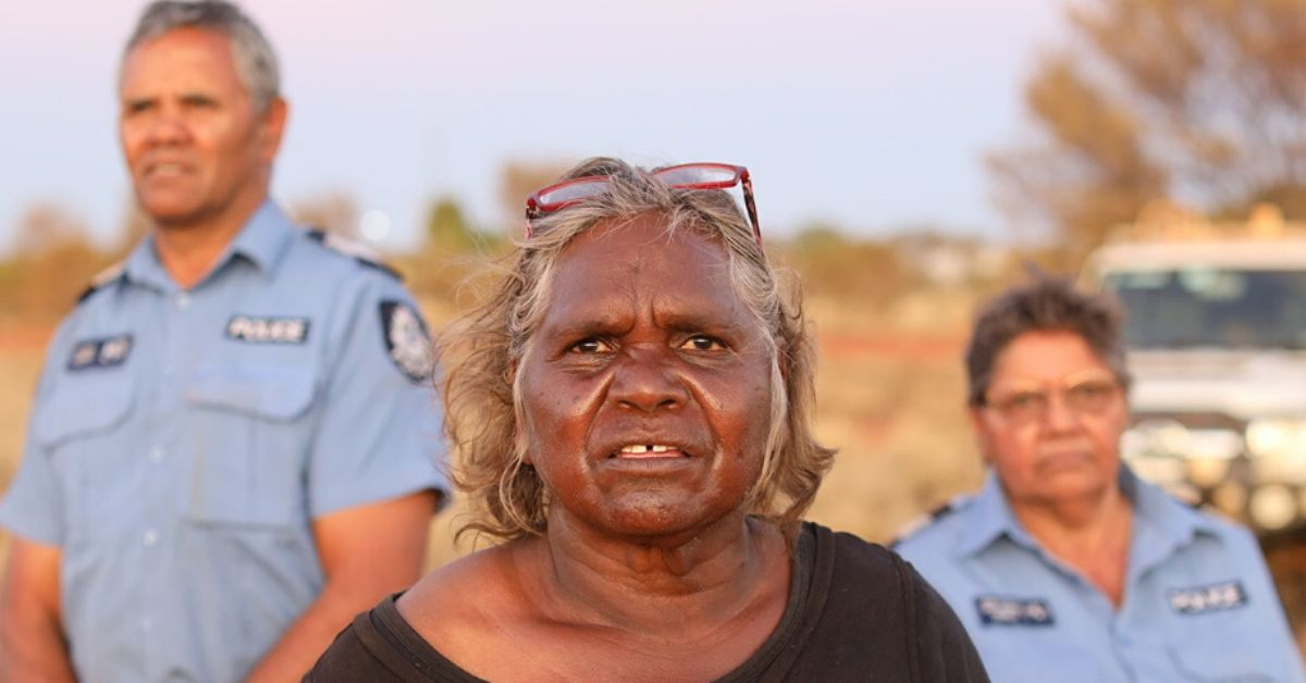 photo depicts Warakurna elder Daisy Ward has a strong relationship with police officers Revis Ryder and Wendy Kelly.